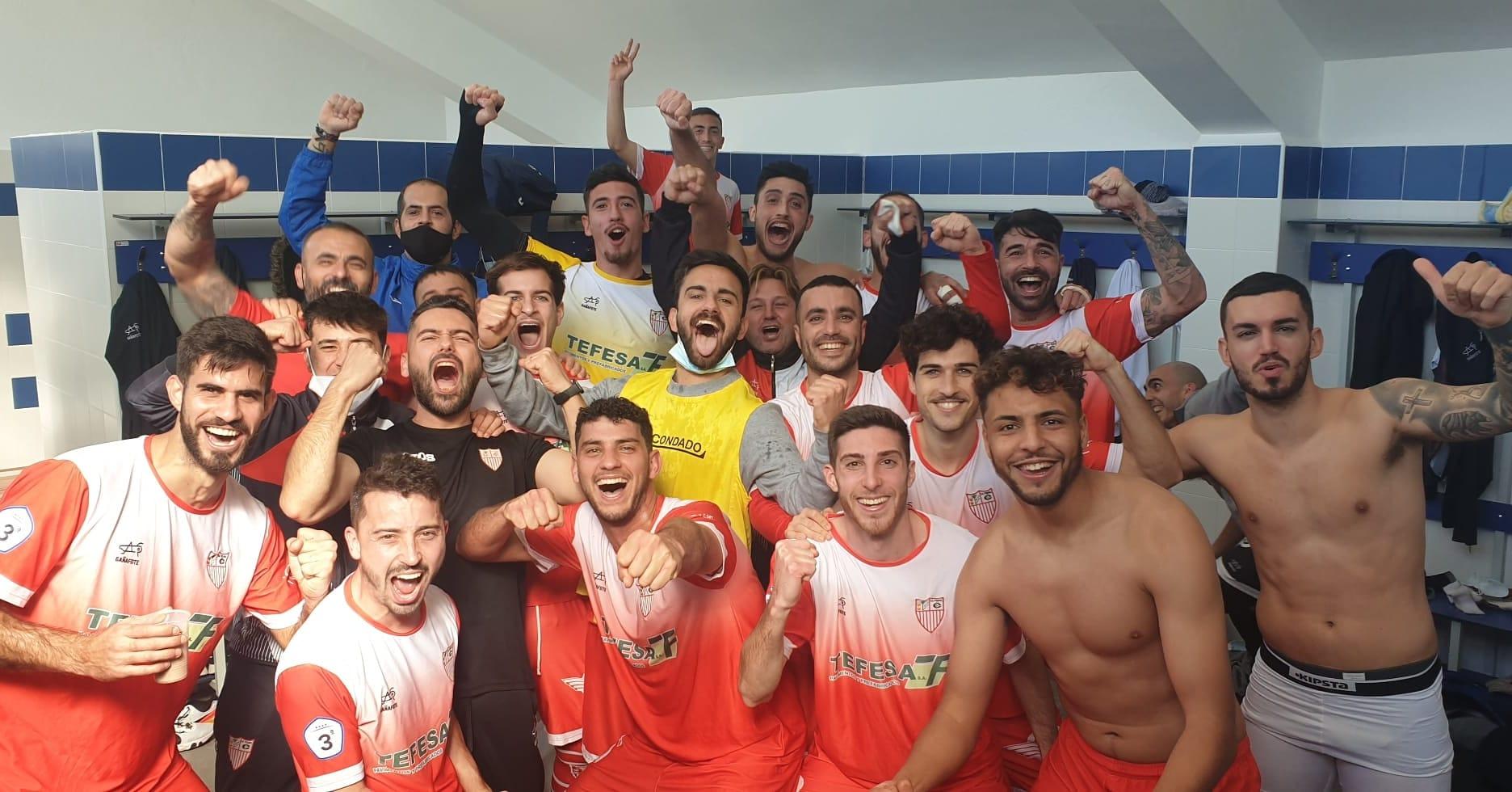 Los jugadores de La Palma C.F celebra su victoria